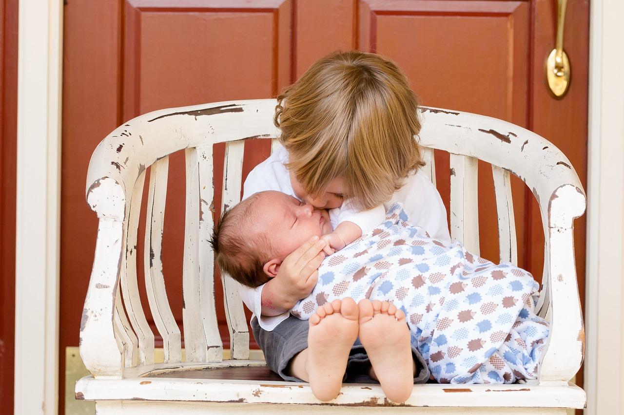 Co powinno mnie zaniepokoić w rozwoju niemowlaka?